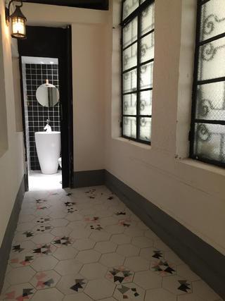 黑白灰调简约装修走廊图片