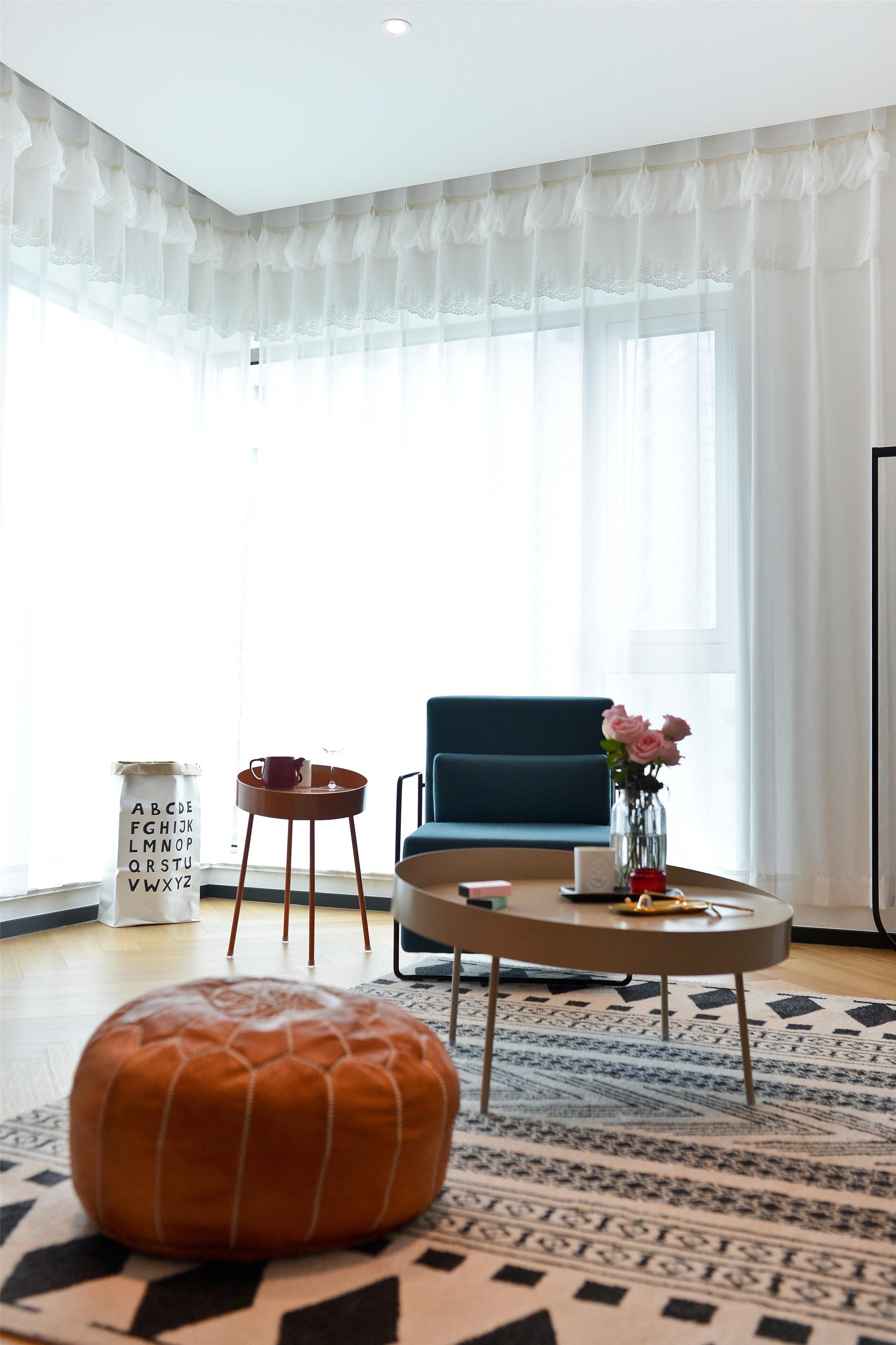 70平一居室小家窗帘图片