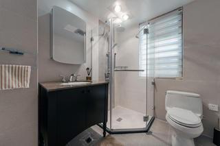 120平现代风格装修卫生间效果图