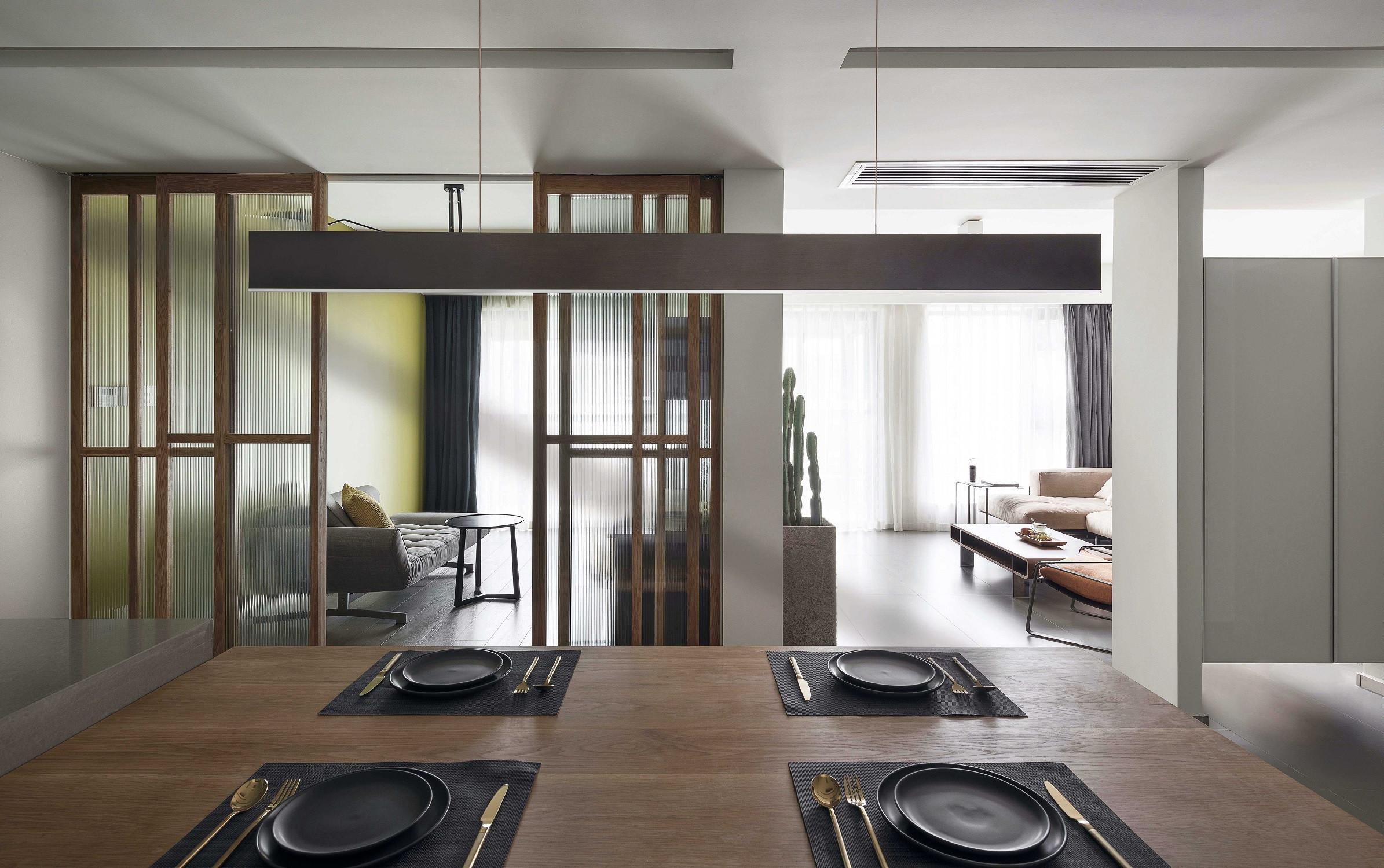 130平现代三居装修餐厅吊灯图片