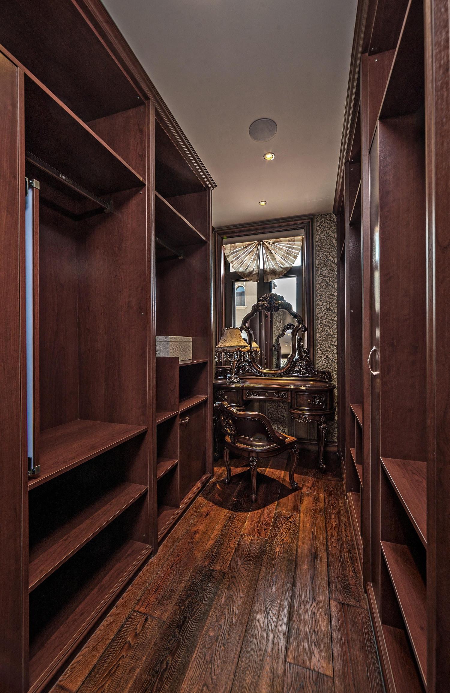 美式古典别墅装修衣帽间欣赏图