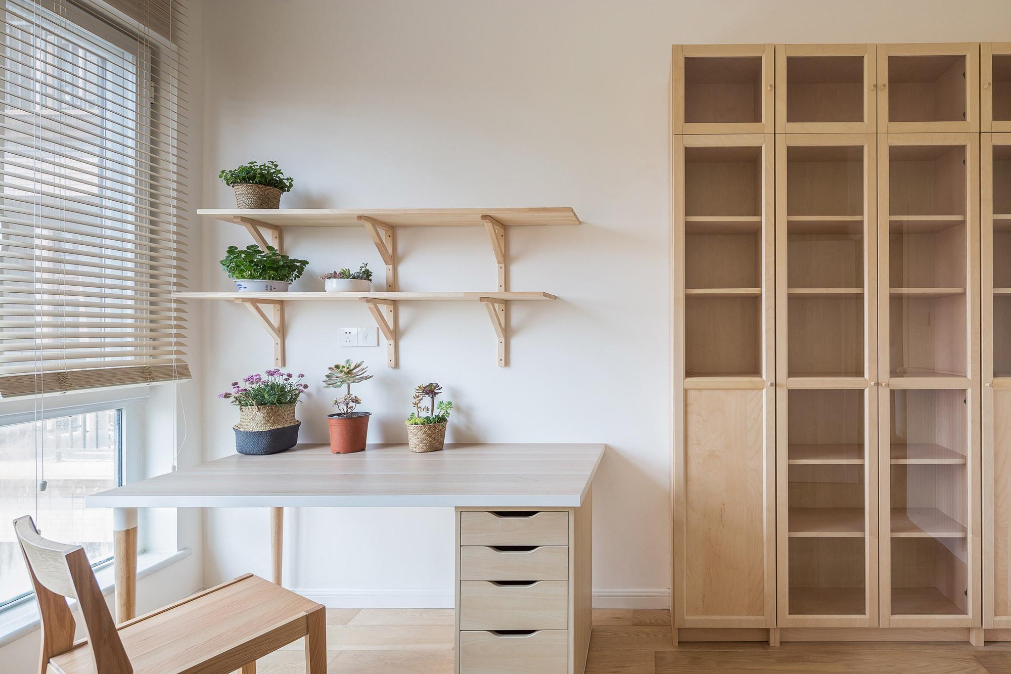 日式三居装修书房工作区