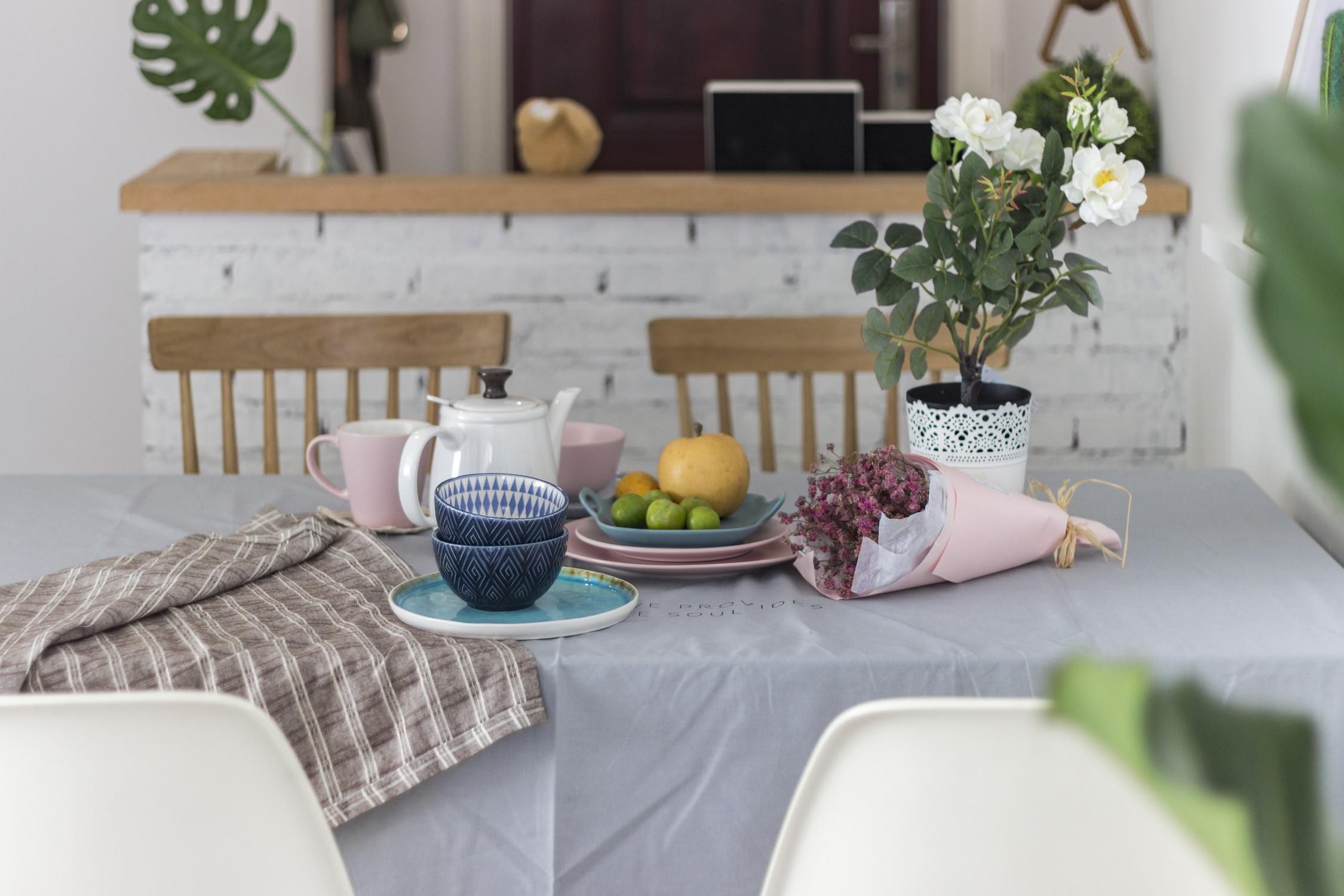 93平北欧风格家餐桌布置图