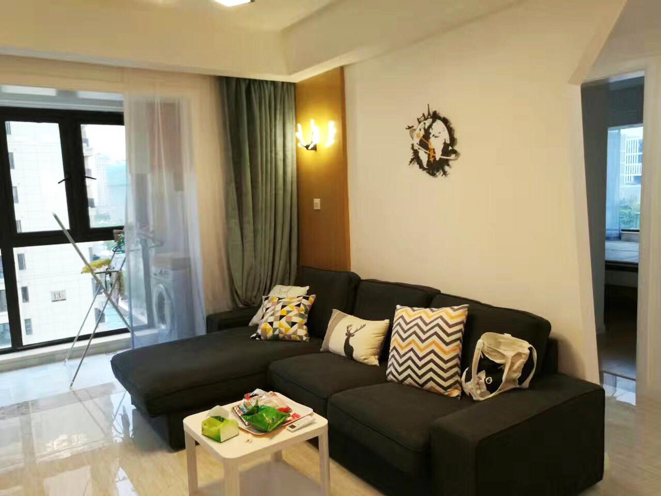 90平现代简约装修沙发背景墙图片