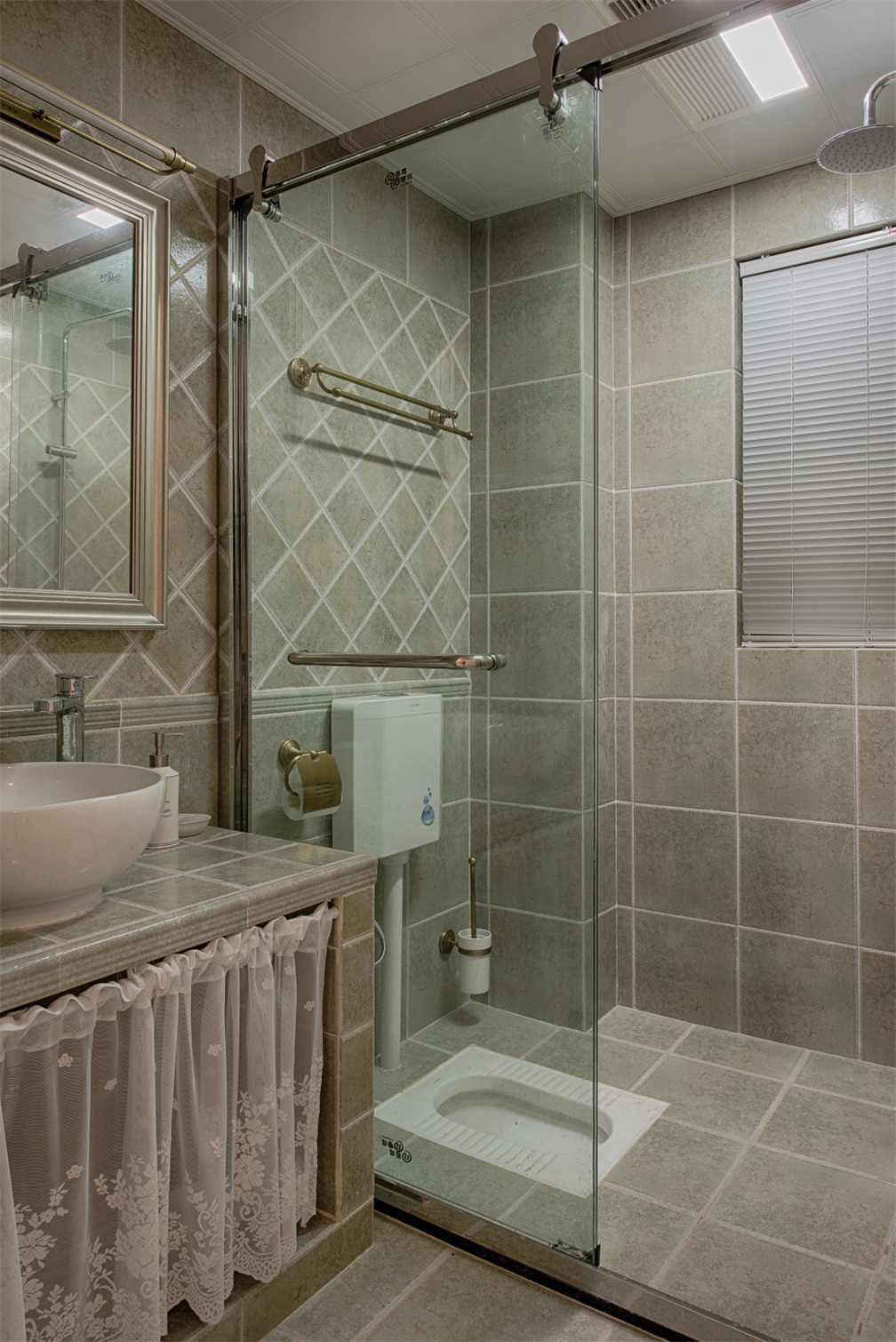 三居室美式空间卫生间设计图
