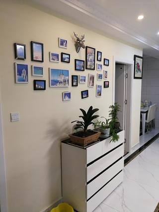 110平简约三居室装修照片墙