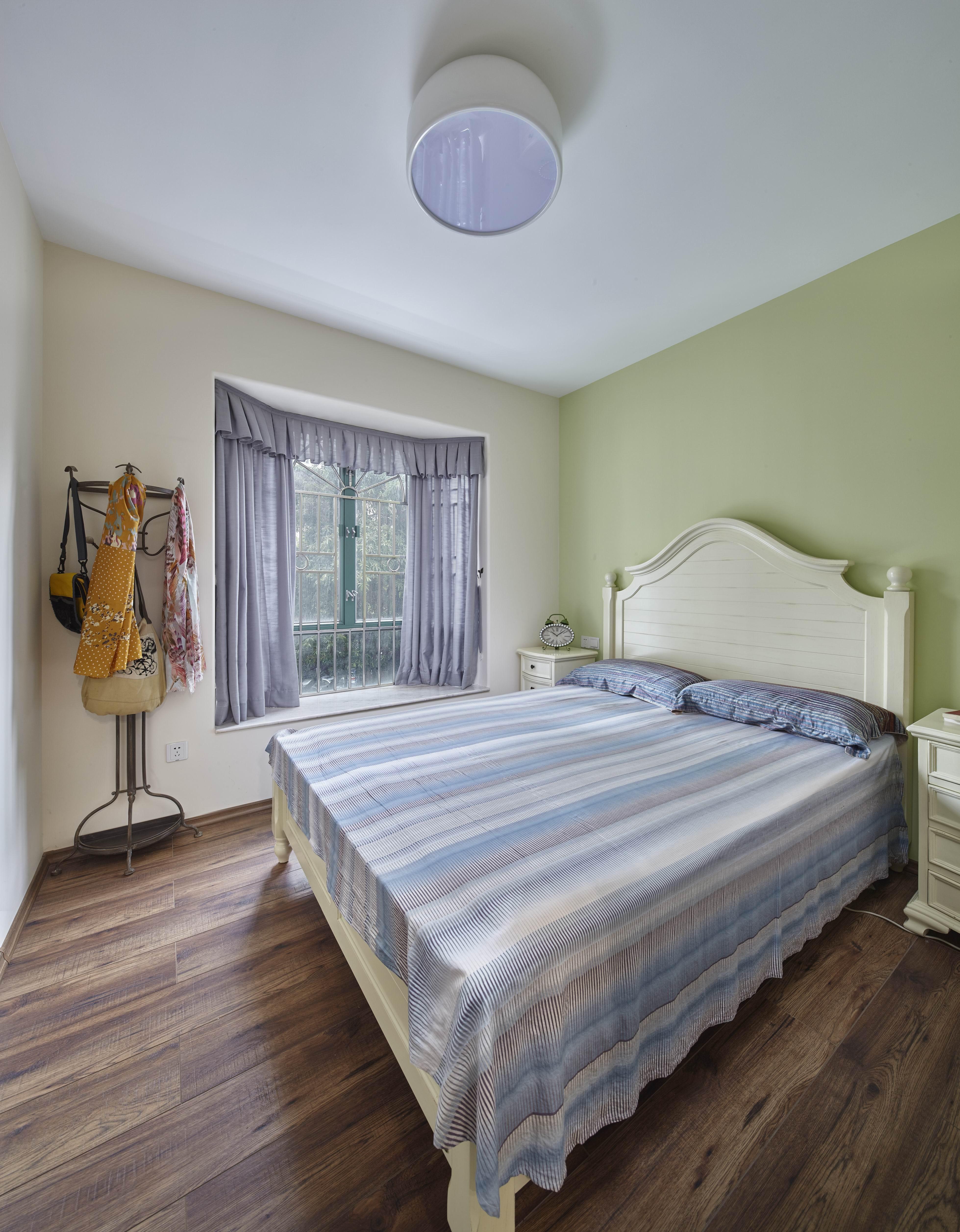 二居室美式之家卧室装潢图