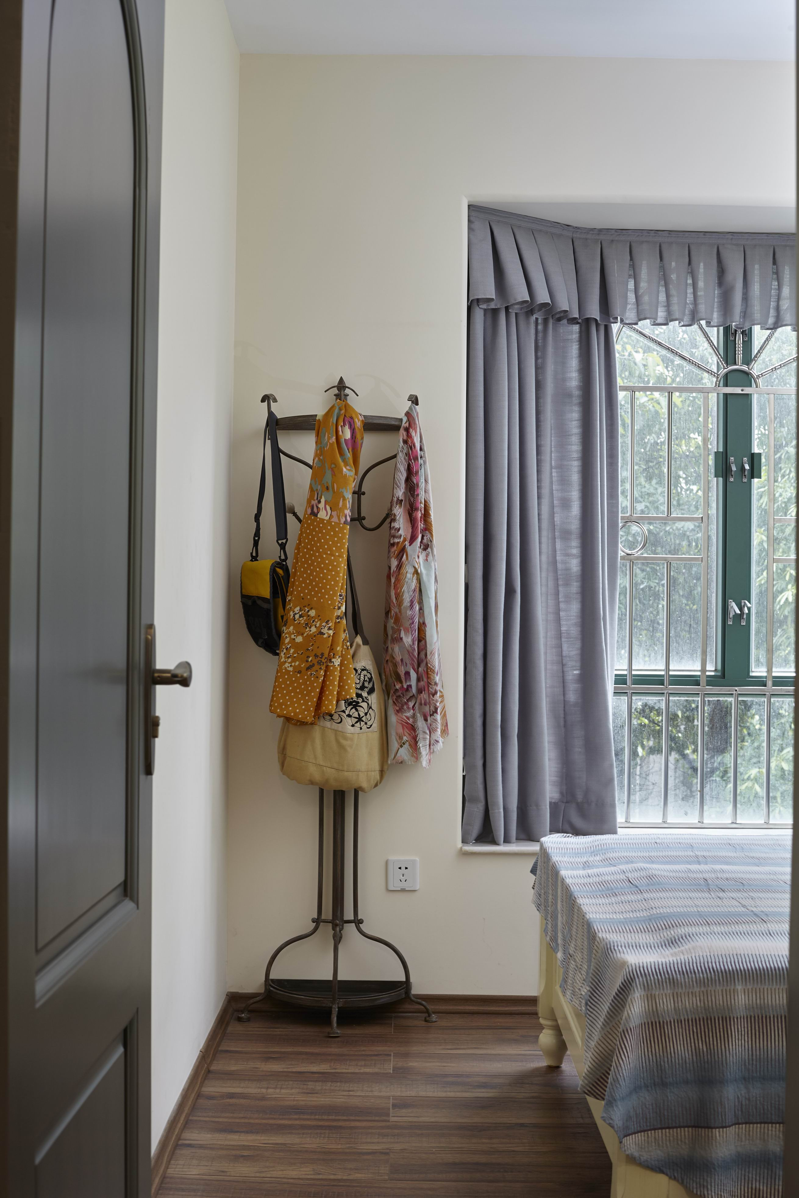 二居室美式之家衣架图片