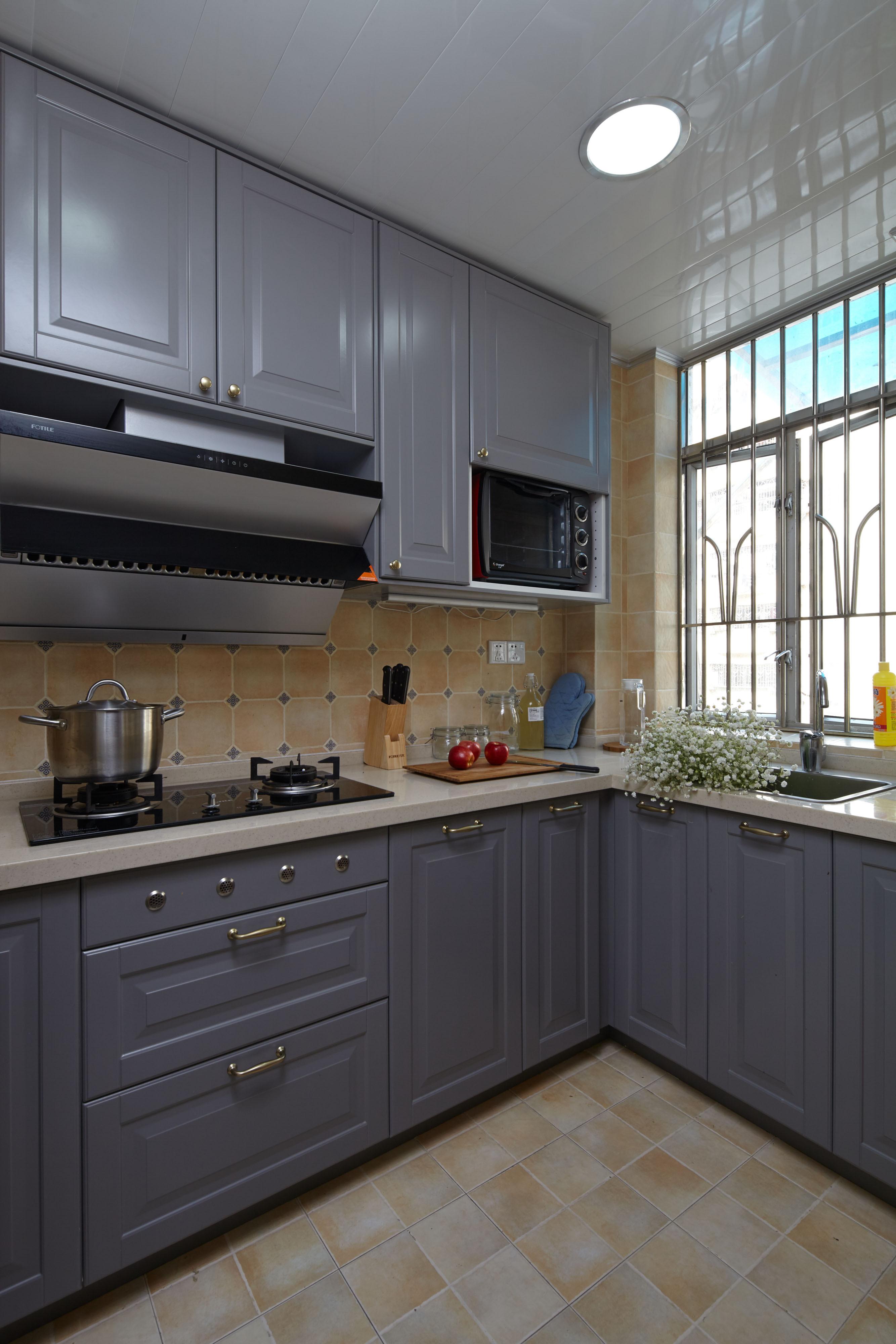 70平混搭装修厨房设计图