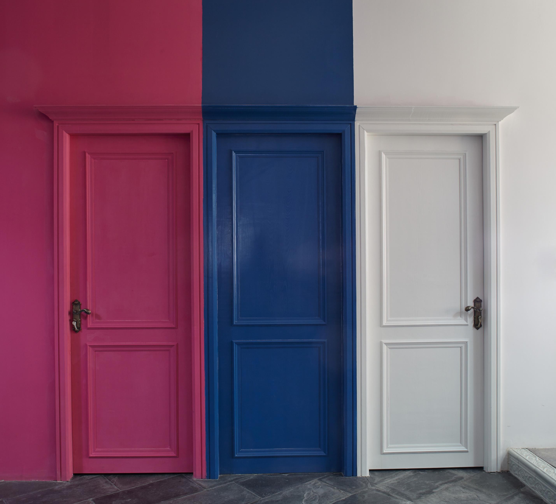 loft风格办公室装修多彩门图片
