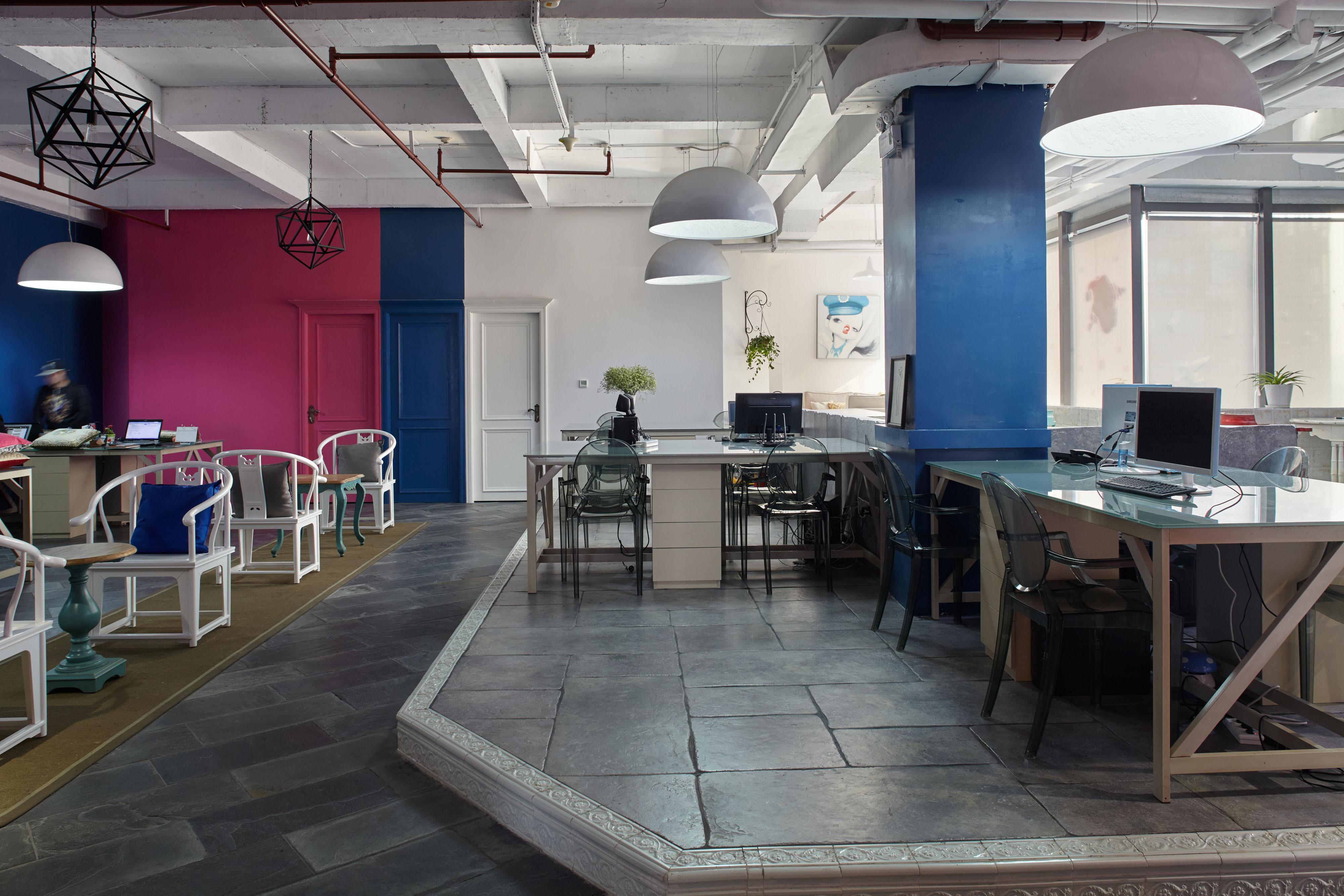 loft风格办公室装修过道图片