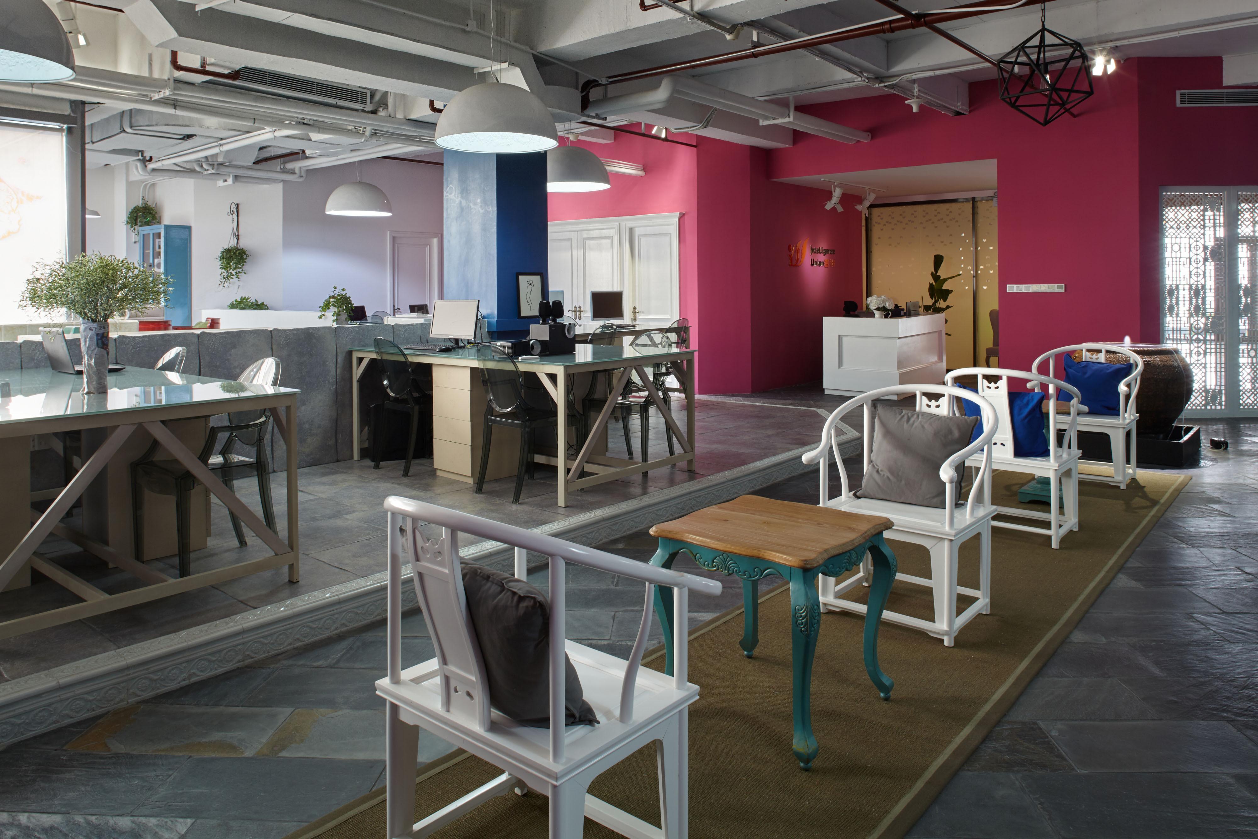 loft风格办公室装修椅子图片