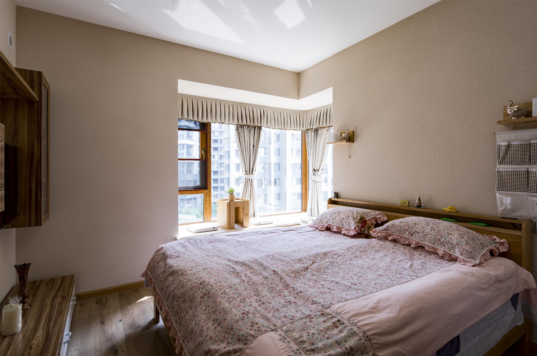 110平北欧风装修卧室实景图