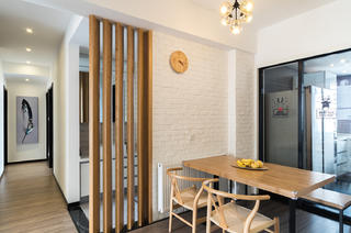 130㎡简约三居装修餐厅背景墙图片