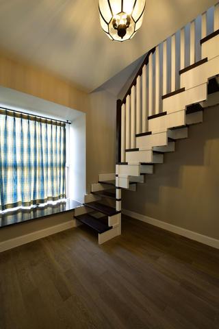 160平美式装修楼梯图片