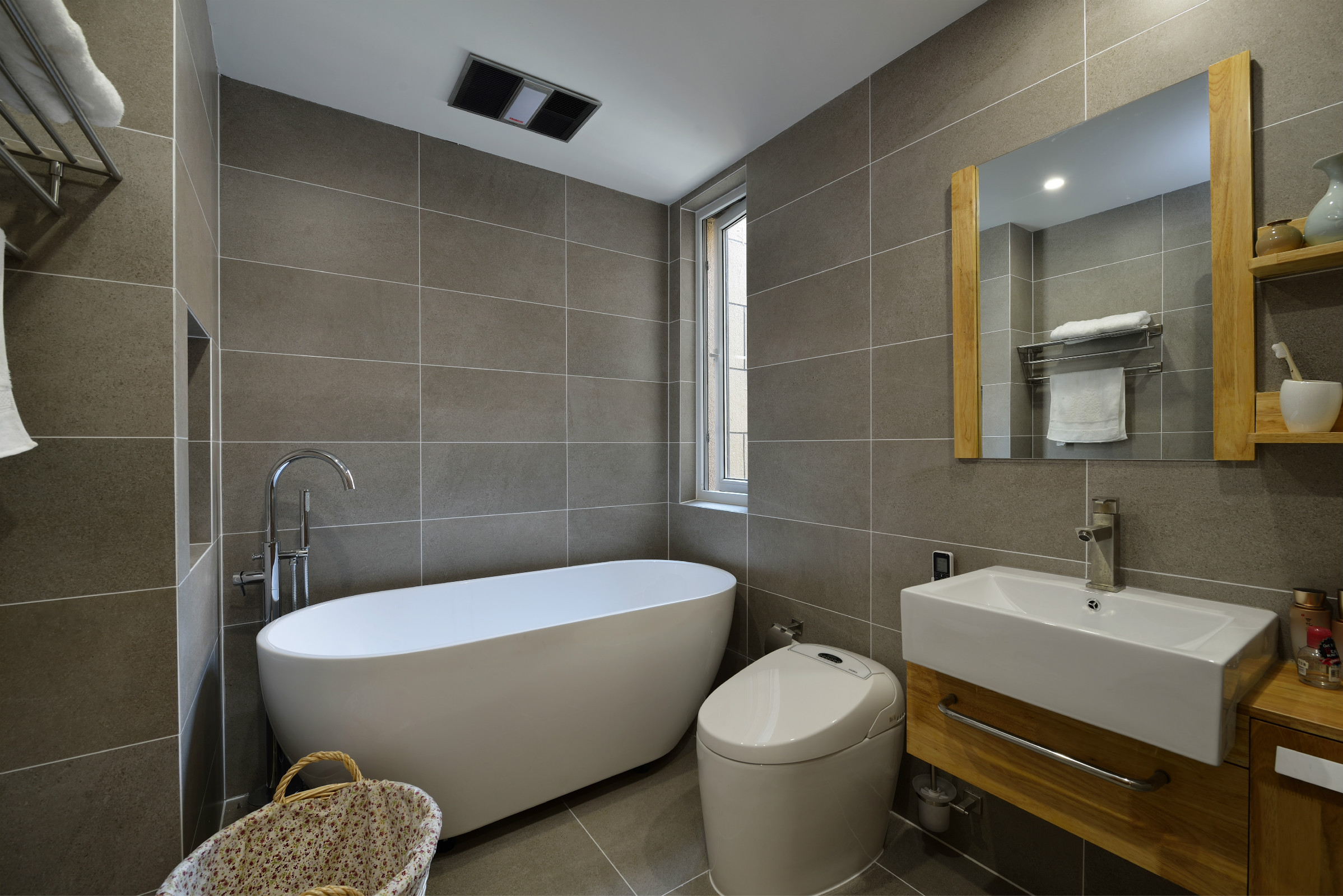 日式三居装修卫生间效果图