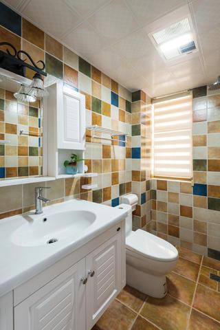 复式美式风格装修卫生间效果图