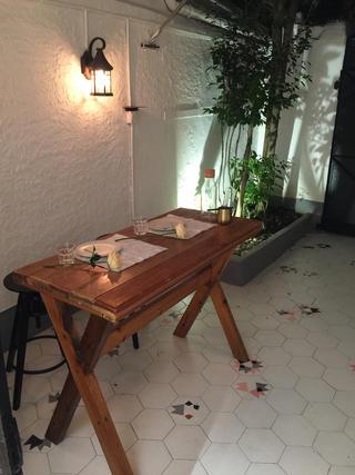 黑白灰调简约装修餐桌图片