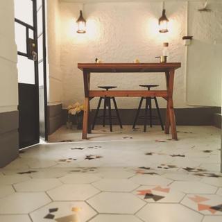 黑白灰调简约装修餐桌背景墙片