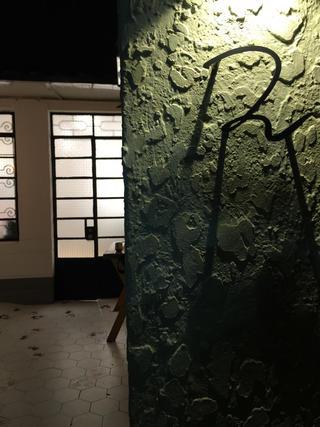 黑白灰调简约装修入户墙面设计