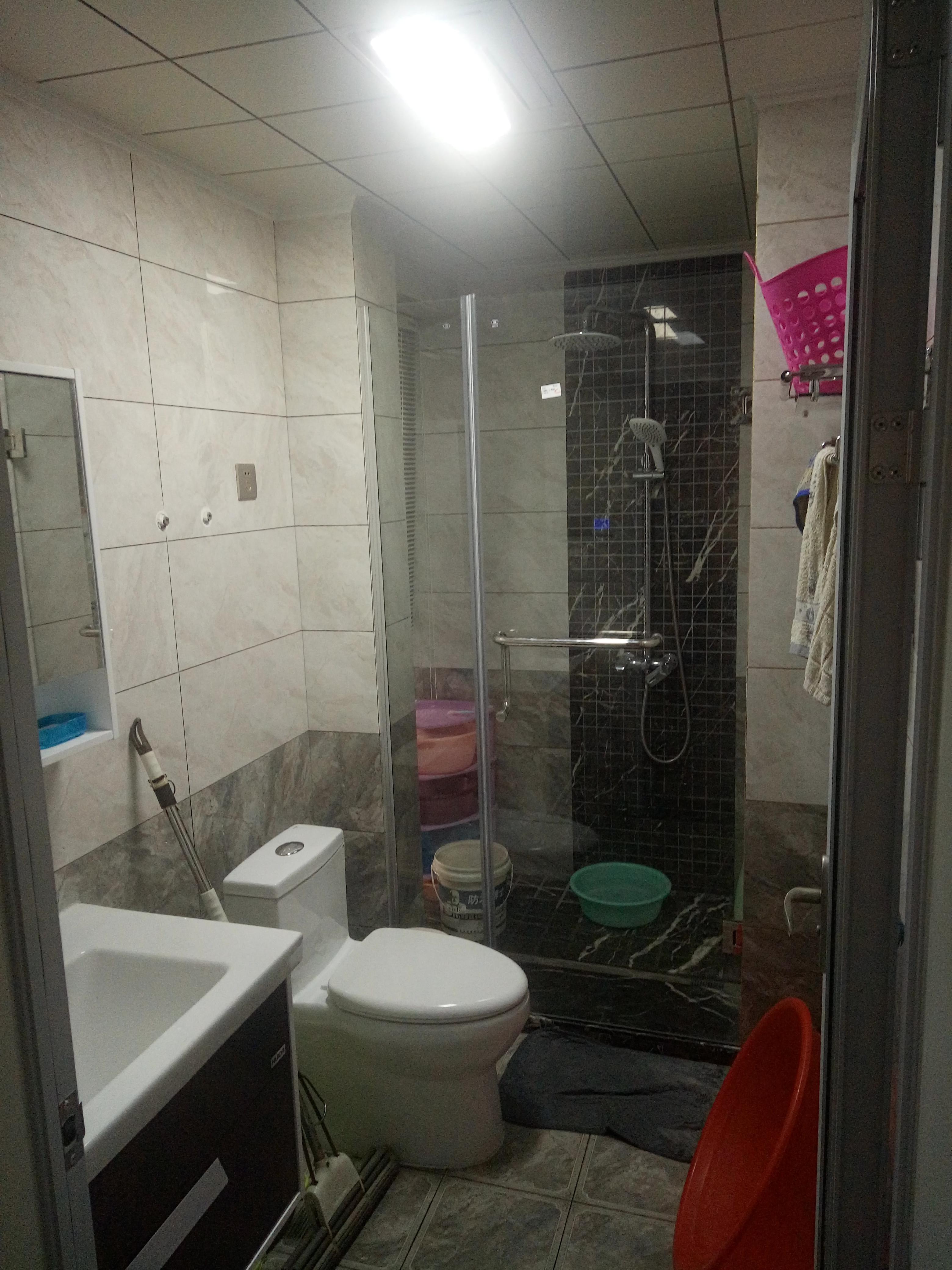 90平简约二居室装修卫生间实景图