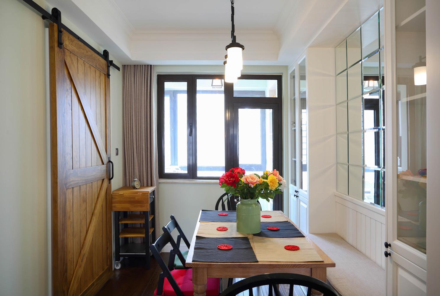 135平三居室装修餐厅设计图