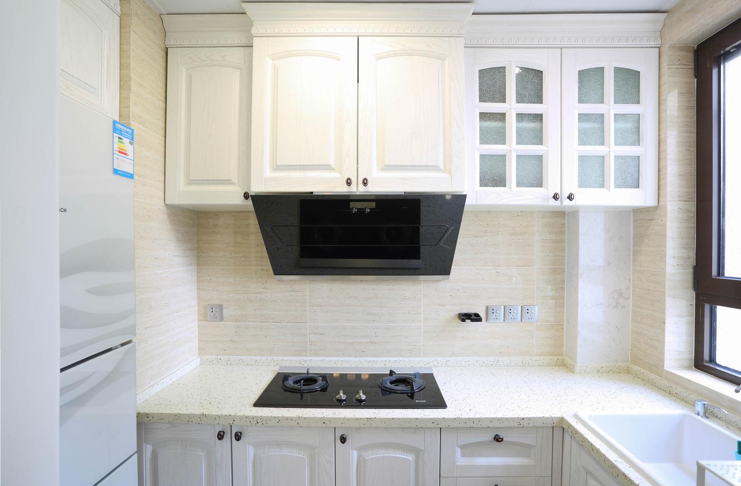 135平三居室装修厨房设计图