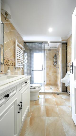 美式三居之家卫生间装潢图