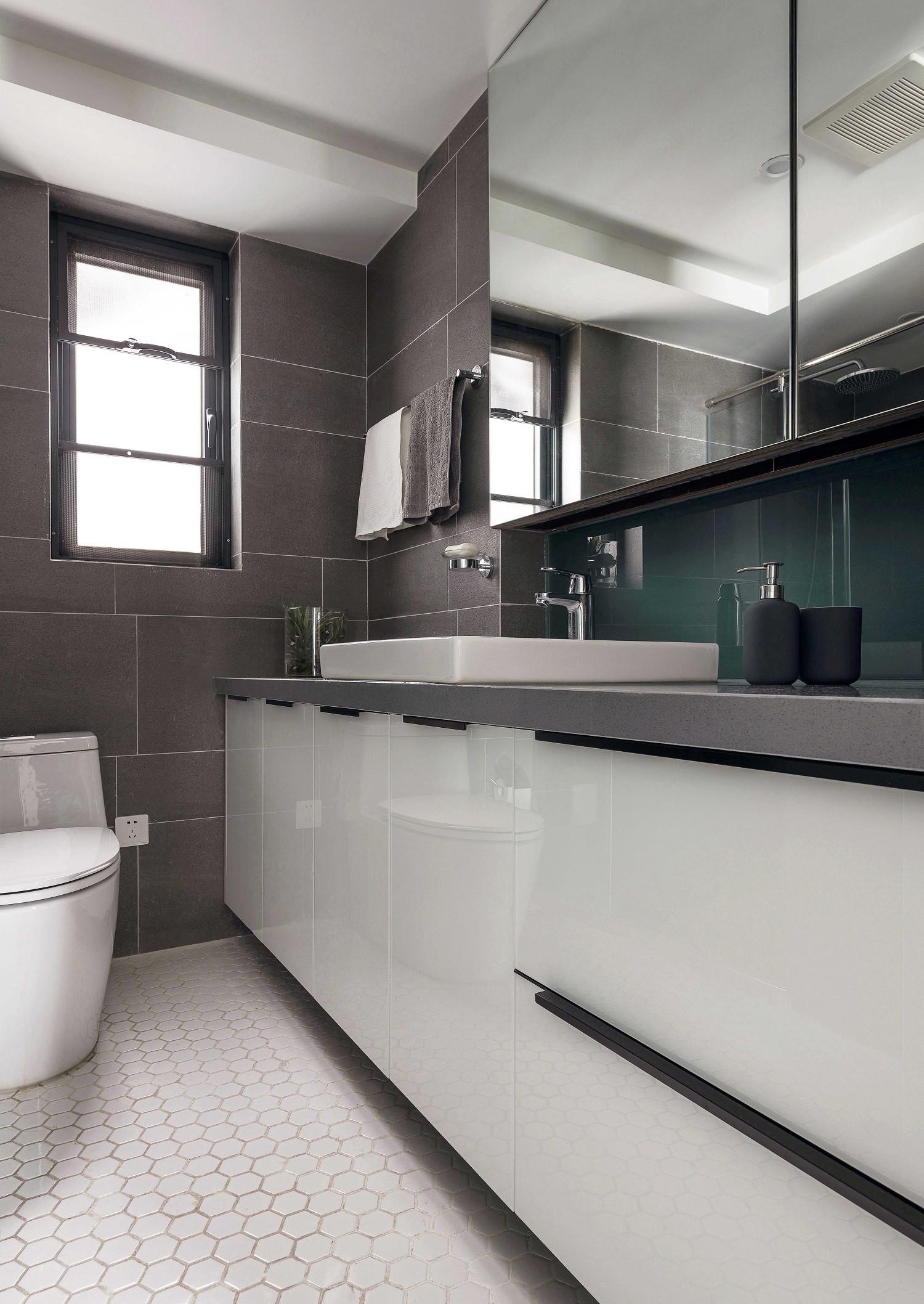 130平现代三居装修卫生间设计图