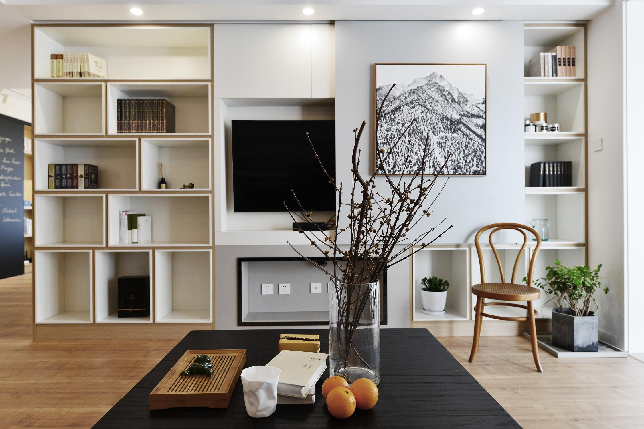 简约三居装修隐藏式电视背景墙设计