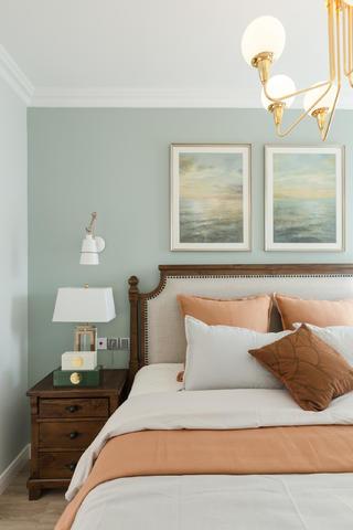 轻奢美式三居装修床头背景墙图片