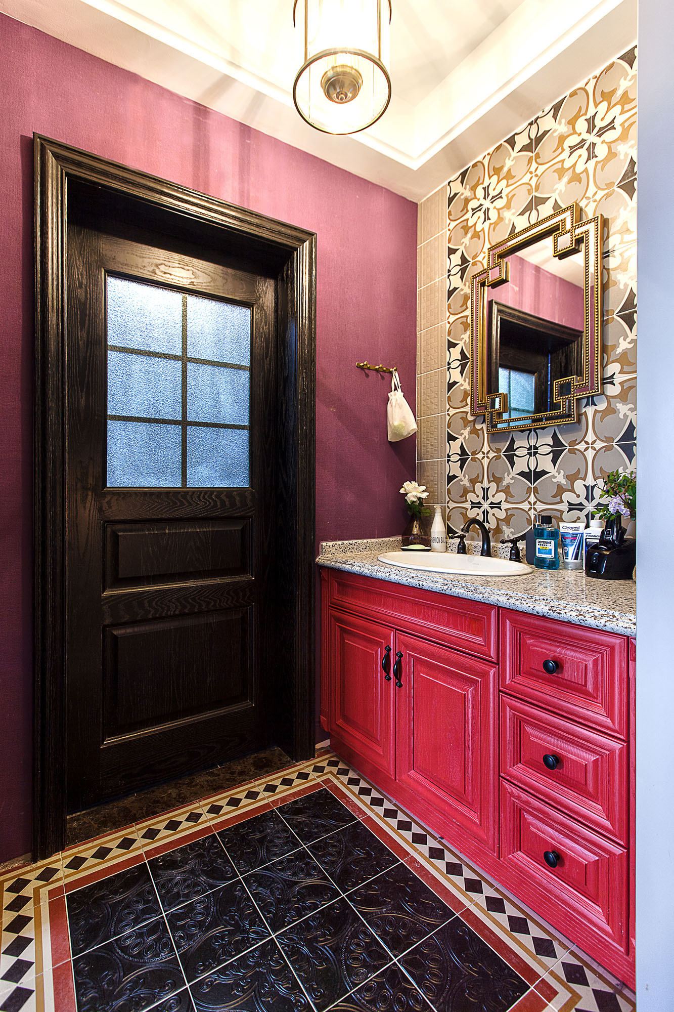 二居室美式装修浴室柜图片