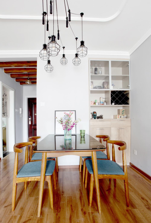 北欧二居室空间餐厅设计图