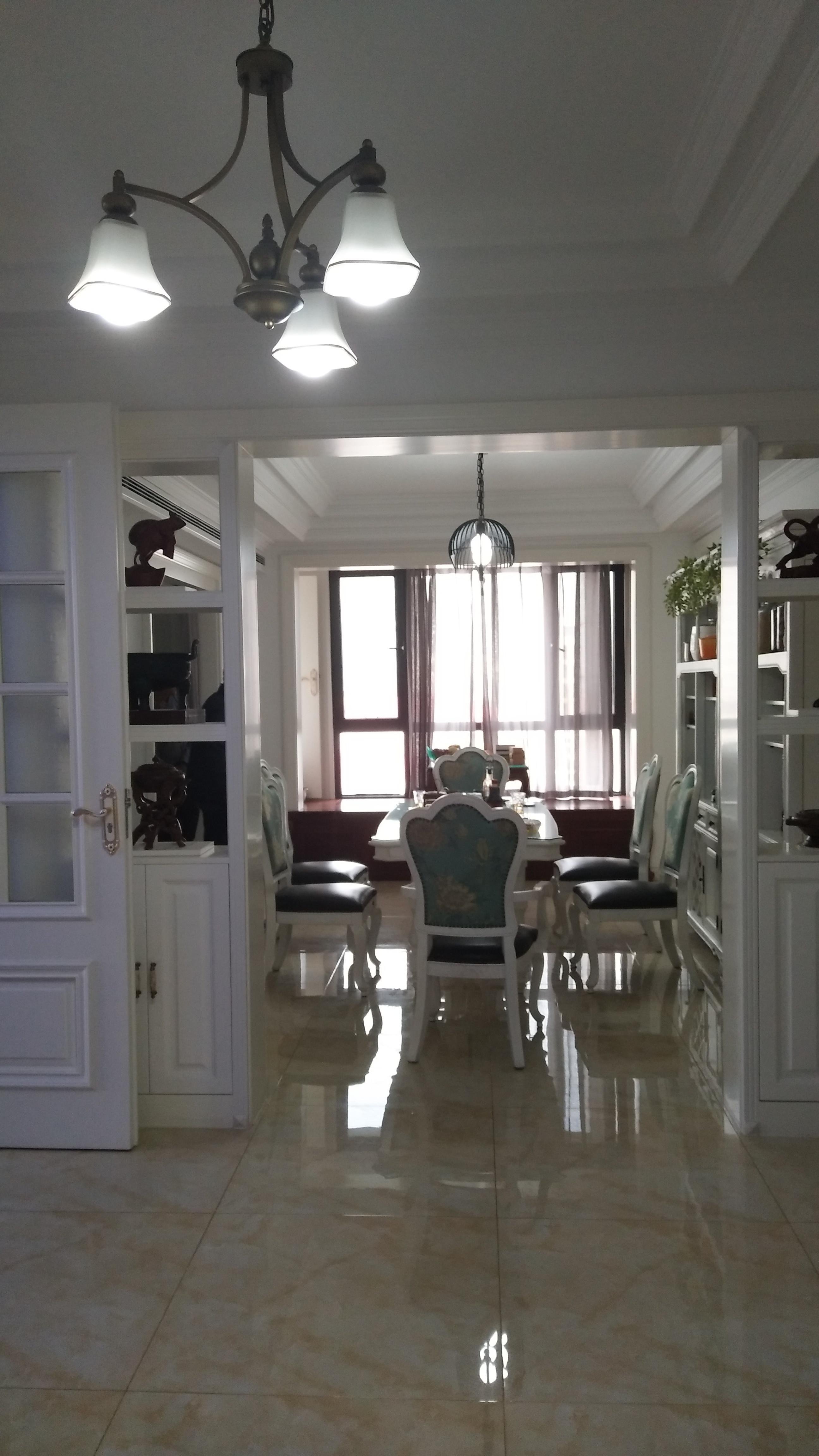 简约三居室装修餐厅实景图