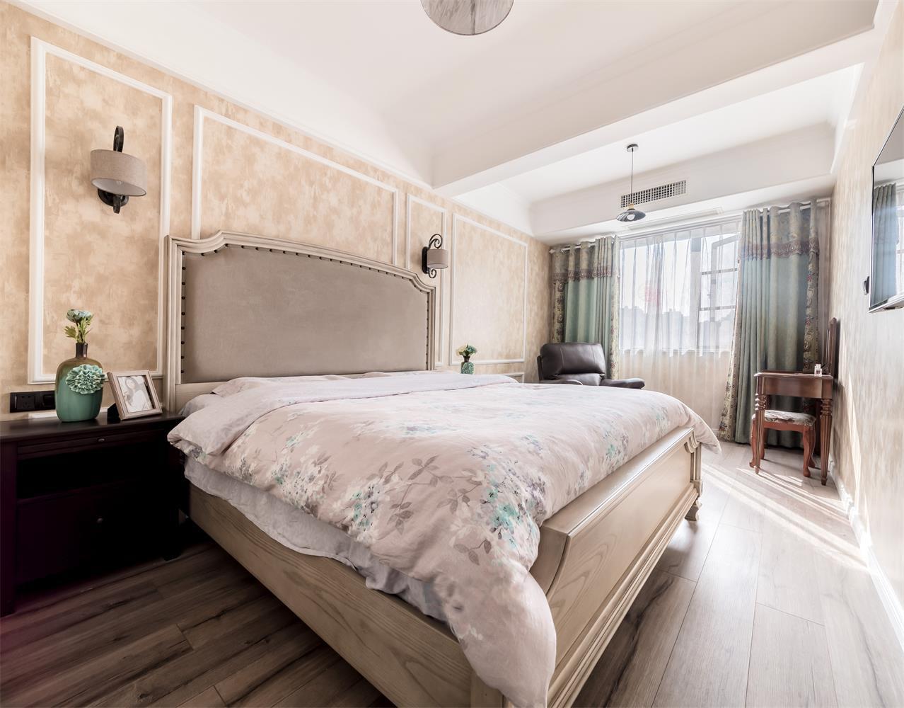 现代美式三居装修卧室装潢图