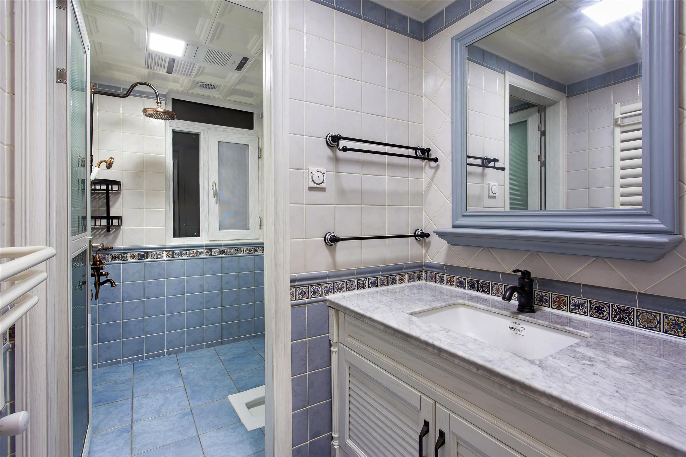 美式四居装修卫生间装潢图