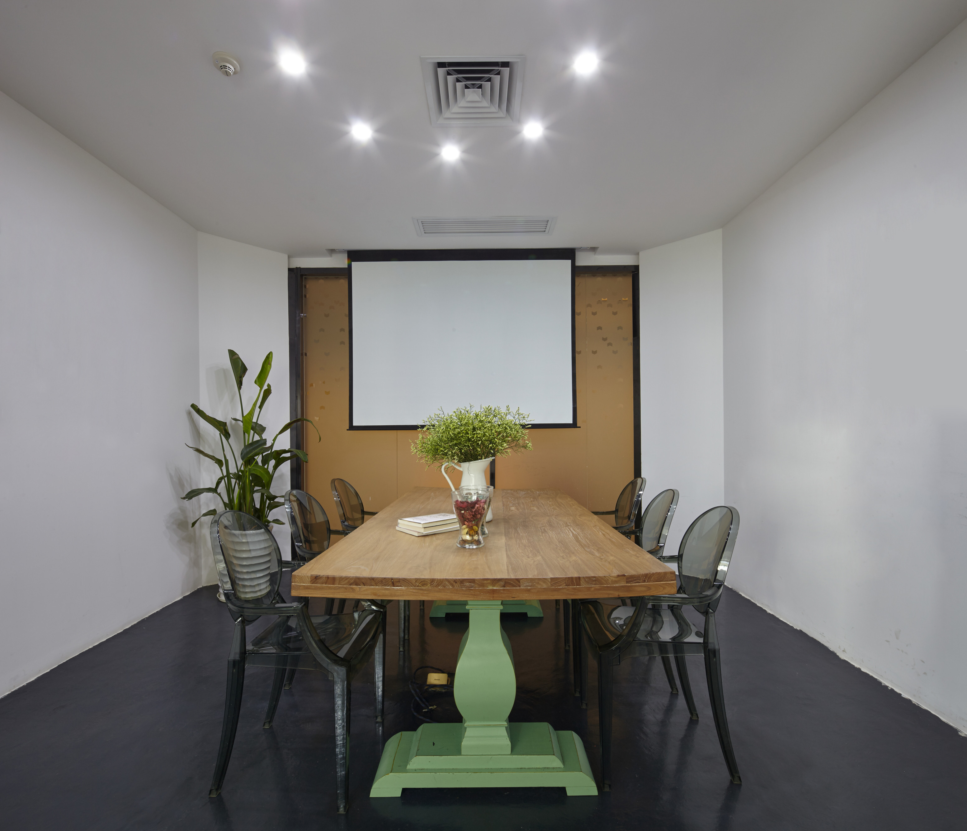 loft风格办公室装修会议室布置图