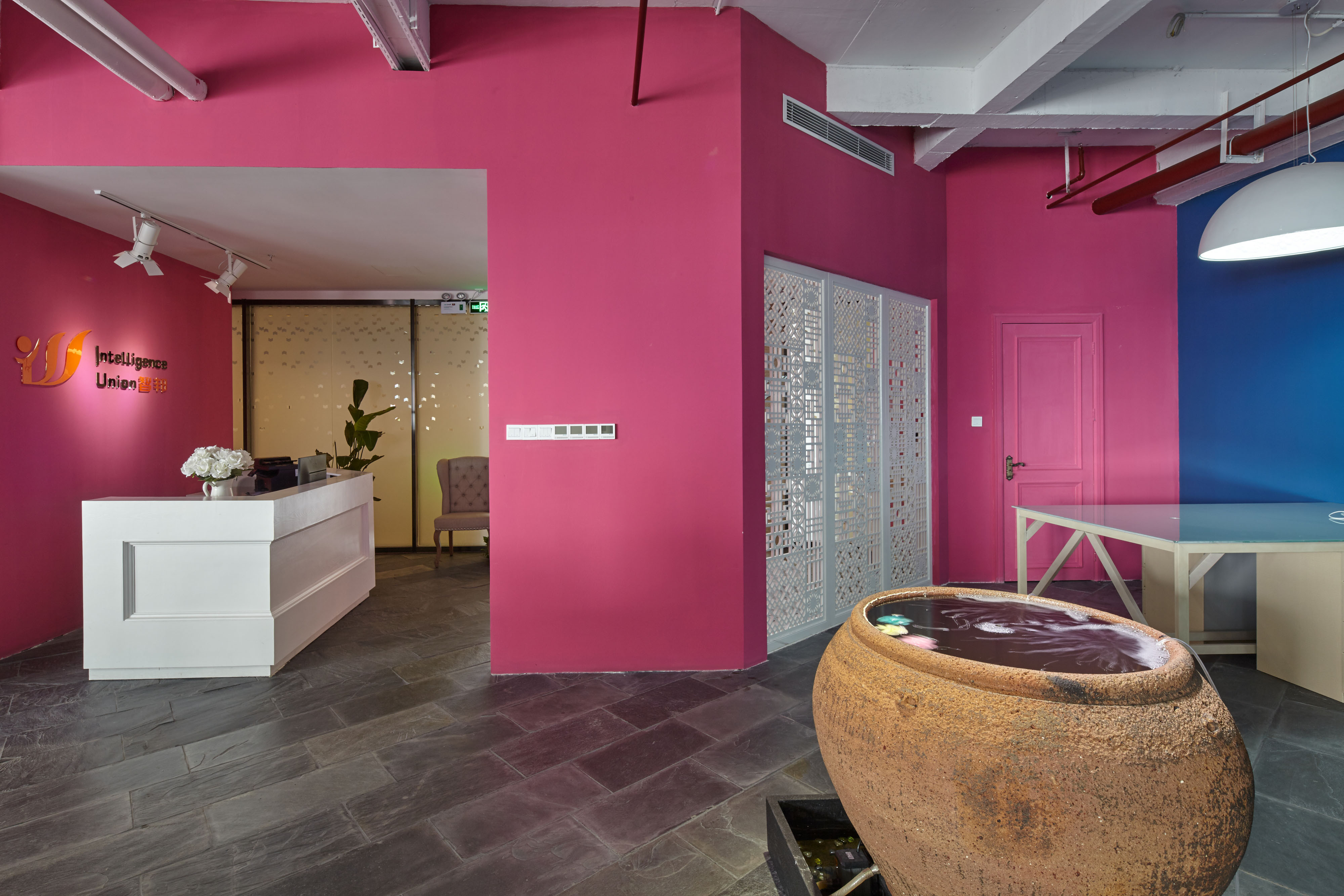 loft风格办公室装修墙面装潢设计