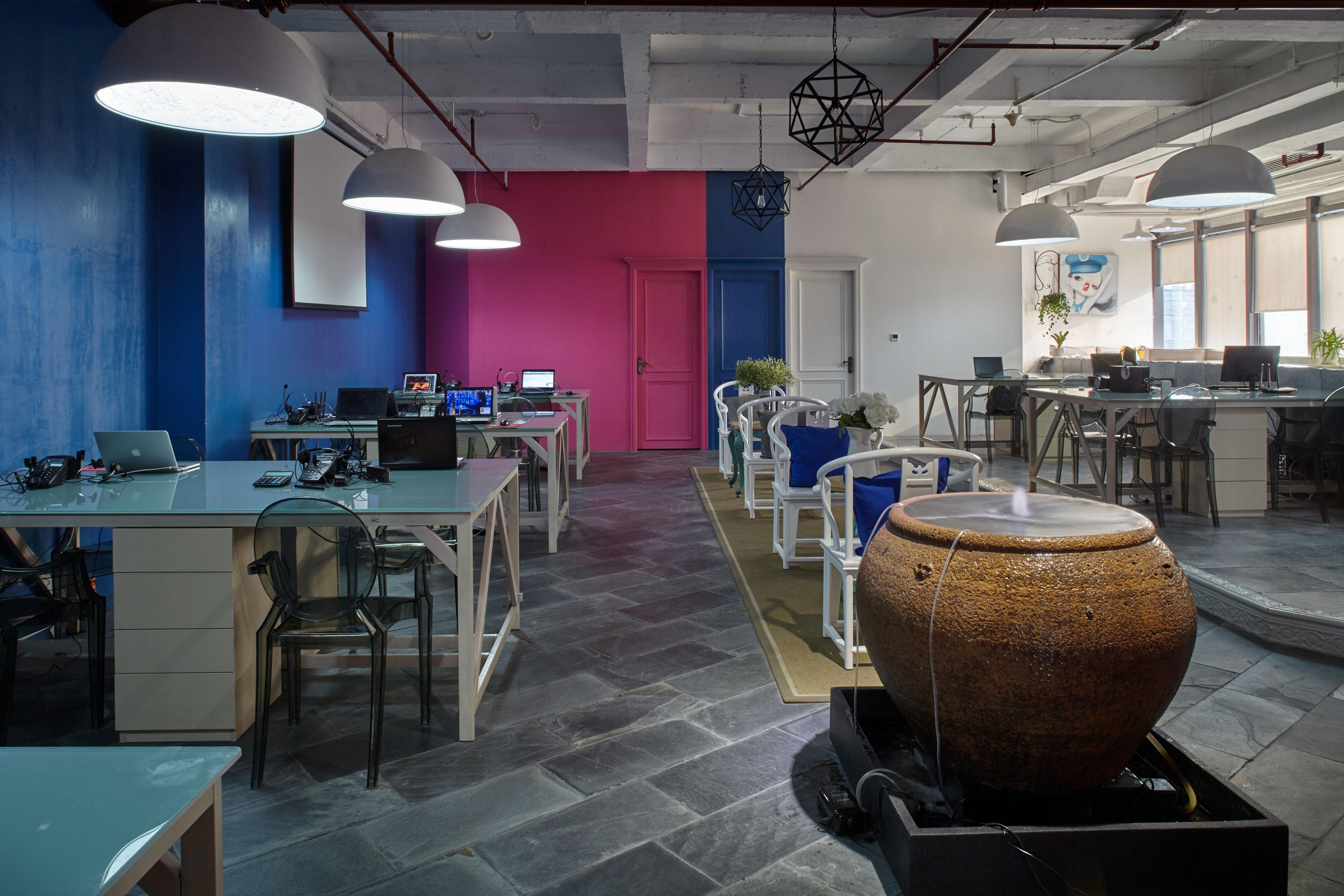 loft风格办公室装修办公区布置图
