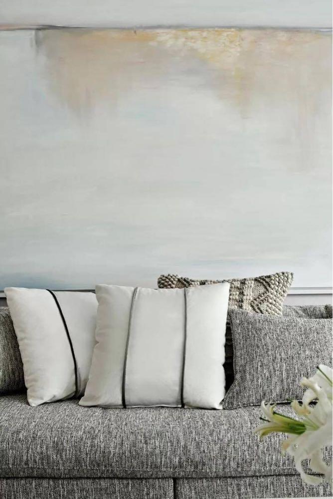 太心水了,这种纯粹黑白色的北欧.墙上地上软装都很有风格,特别.