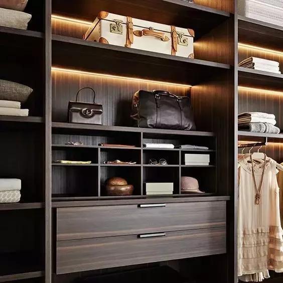 衣柜的内部结构及尺寸对后期的使用有很大影响