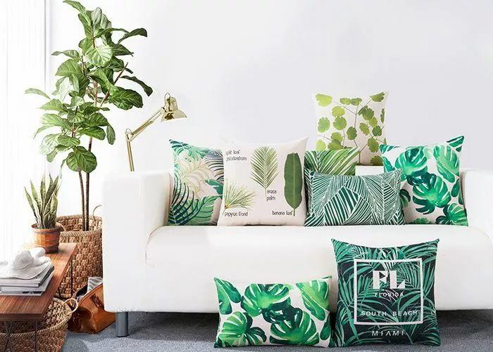 最近植物主题和动物元素的家居装饰很流行,无论是装饰画,布艺,都有