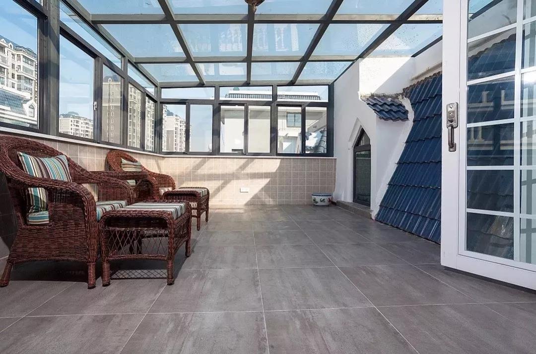 下面,整理了些阳光房的设计案例,相信买了复式或准备自建房的朋友都会