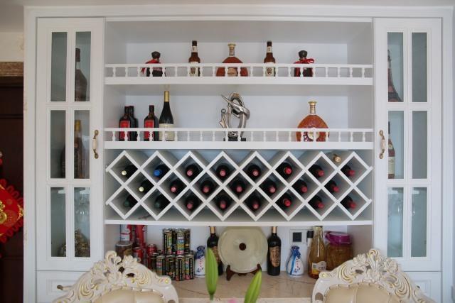 客厅  简欧风,白色欧式家具,墙面是