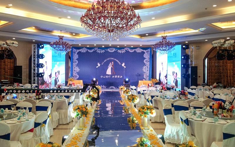 婚庆 青岛婚宴酒店 海明威国际商务酒店  宴会厅 婚宴厅 桌数: 30桌
