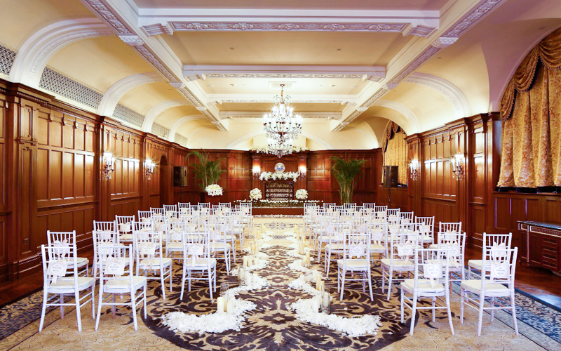 欧式酒店里婚宴布置