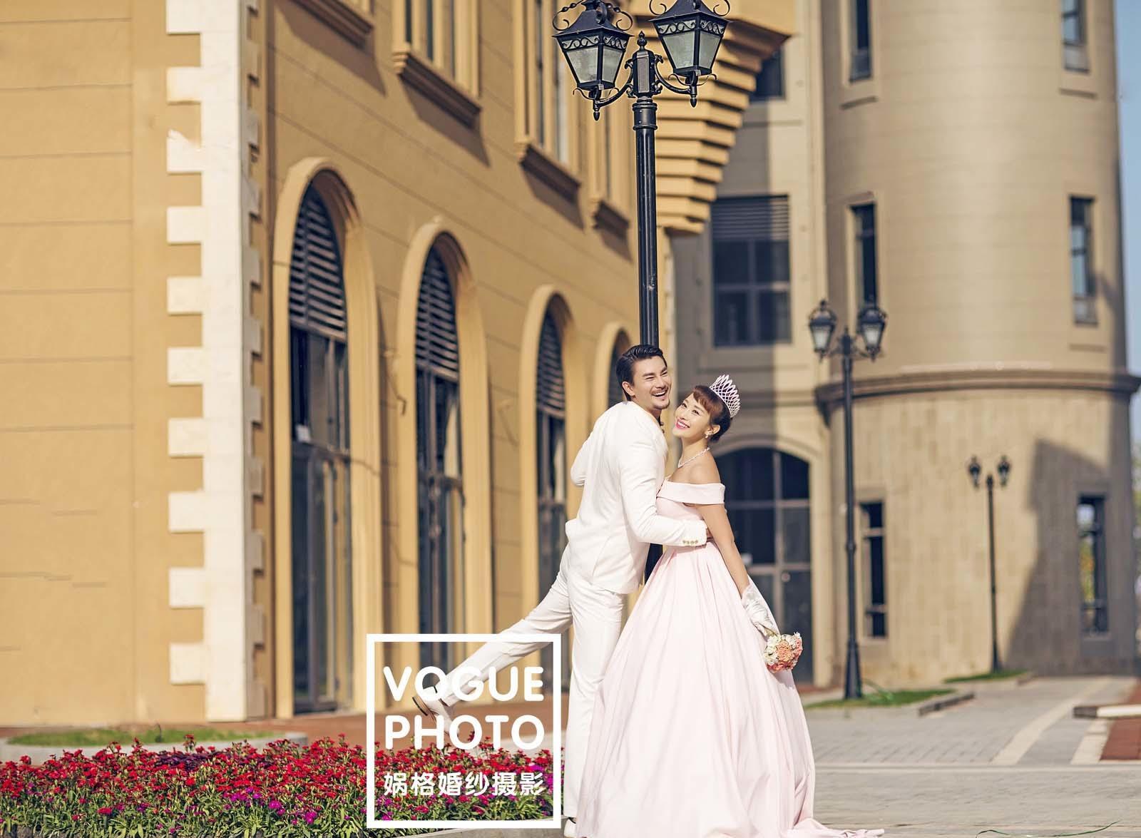 欧洲小镇婚纱照图片