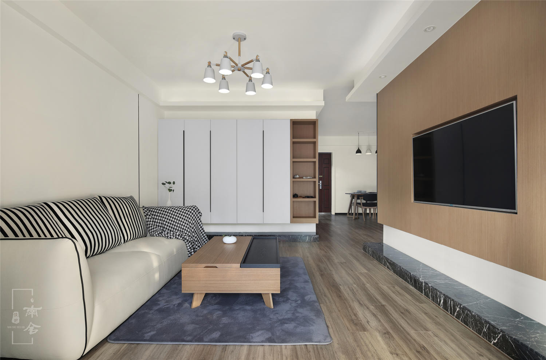 电视做嵌入式设计,电视背景墙悬空部分满贴木皮,用大理石地台代替传统