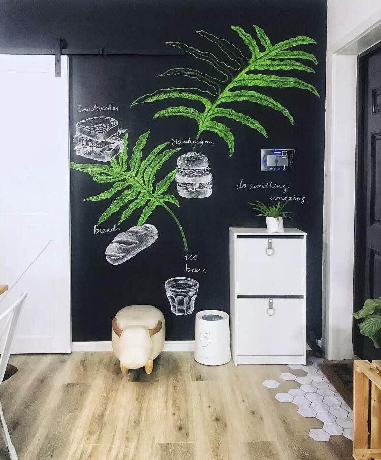黑板墙的设计避免了熊孩子糟蹋墙的风险.