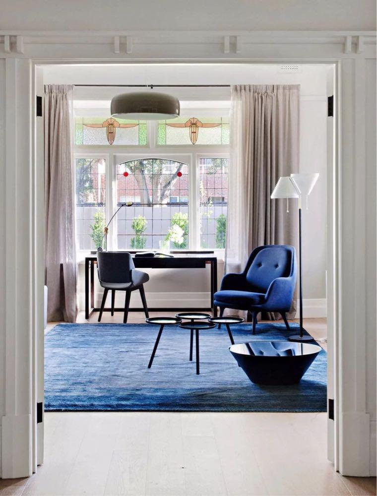 正常的窗户或落地窗,可以做成满墙的落地帘.帘杆的安装.